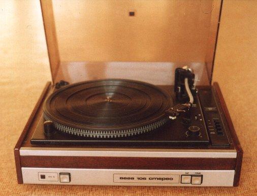 ...как ни странно, основным источником звука был проигрыватель грампластинок Вега-106 стерео.